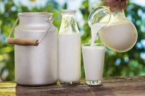 fresh-raw-milk-in-glass.jpg