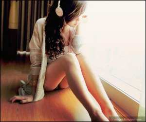 sad-alone-girl-cute-listening-music.jpg